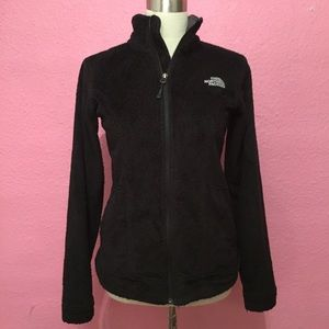 The NorthFace Black Jacket. Fuzzy Ositio